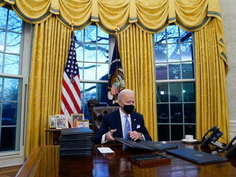 Las cortinas doradas fueron utilizadas tanto por la administración Clinton como por la administración Trump.