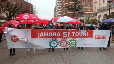 Protestas de UGT y CCOO en Valladolid para reclamar al Gobierno la reforma de las pensiones, la subida del salario mínimo y la derogación de la reforma laboral