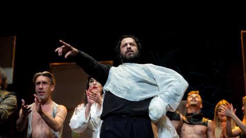 Amargo en el estreno de su espectáculo Yerma, en el Teatro La Latina de Madrid, días después de su detención (RTVE)
