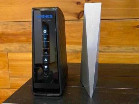Aquí está el elegante router (a la derecha)