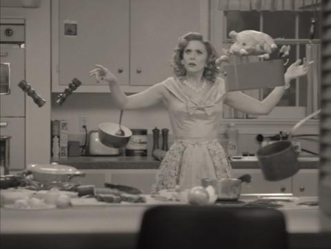 Elizabeth Olsen en el episodio 1 de 'Wandavision'.