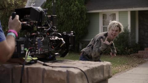 Evan Peters mientras se grababa el opening del episodio 6 de 'Wandavision'