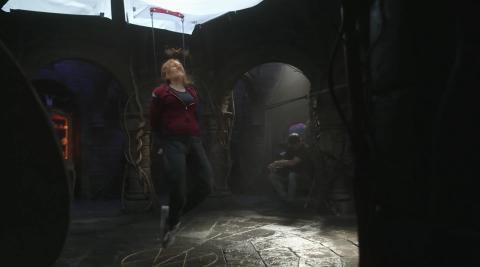 Elizabeth Olsen durante el episodio 8 en una escena del documental 'Assembled'.