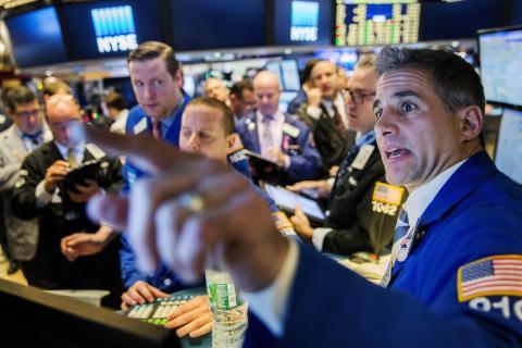 Traders en la Bolsa de Valores de Nueva York poco después de la campana de apertura, en octubre de 2015.