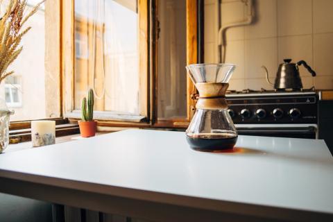 cafetera en casa, café