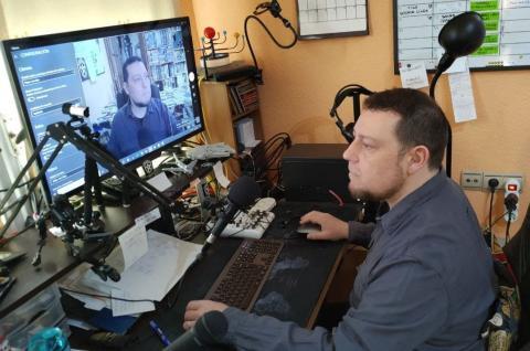 Dani Caran, creador del podcast Casus Belli, grabando un episodio