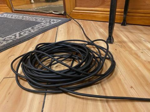 Sin embargo, el servicio Starlink implica que haya un cable grande y feo que rodea mi puerta