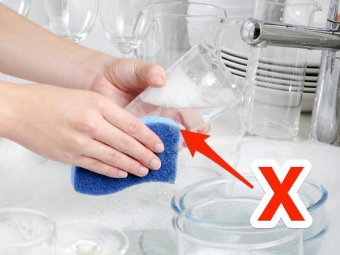 Colócala directamente en el lavavajillas.