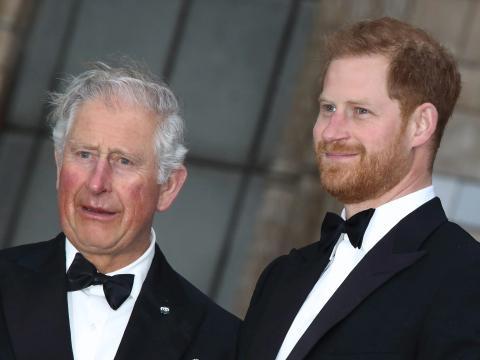 El príncipe Carlos y el príncipe Harry en 2019.