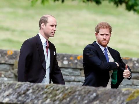El príncipe William y el príncipe Harry llegan para la boda de Pippa Middleton.