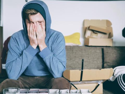hombre estresado, combatir la ansiedad