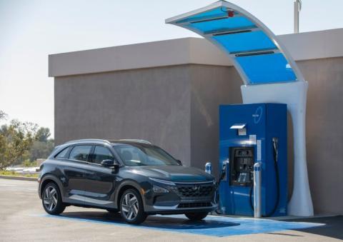 Un Hyundai Nexo de pila de hidrógeno cargando en California (EEUU)