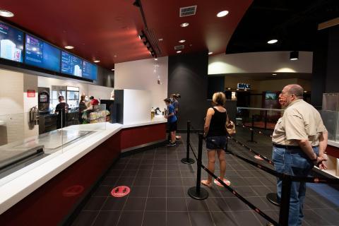 Aficionados al cine en el AMC Highlands Ranch, Colorado, el pasado 20 de agosto.