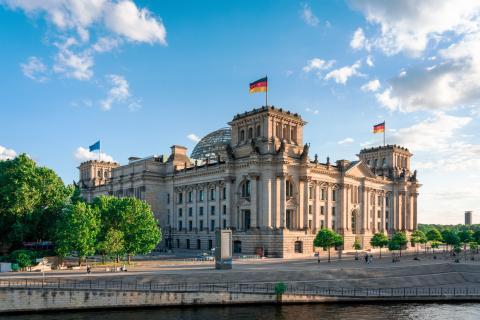 Reichstag y distrito gubernamental en Berlín.