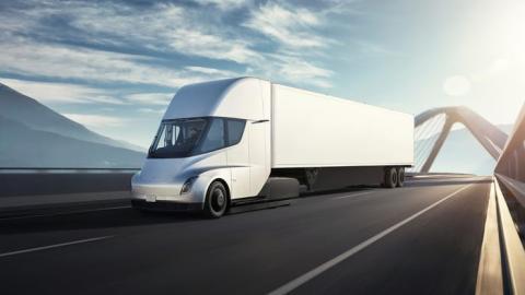 El Tesla Semi es el camión eléctrico de Tesla que Elon Musk pretendía comenzar a entregar en 2019.