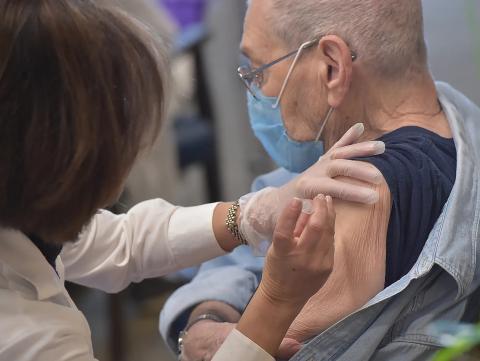 covid vaccine elderly