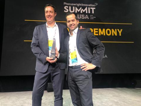Leonard Cremer, y Dennis Vilovic, cofundadores de TROOP, recogiendo el Phocuswright Innovation Award en 2019.