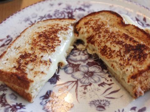 Puedes hacer queso a la plancha en una freidora.