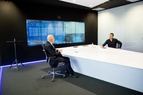 Hilario Albarracín responde a las preguntas de Manuel del Campo, CEO de Axel Springer España