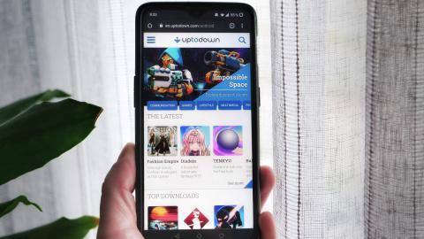 Imagen de la web de Uptodown en un móvil