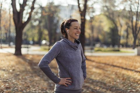 mujer haciendo deporte, caminar , correr