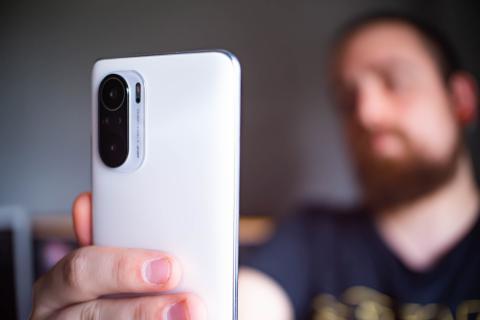 POCO F3 selfie