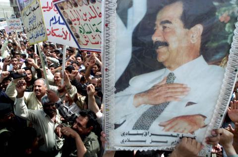 Retrato de Saddam Hussein, durante una manifestación en Bagdad (Irak).
