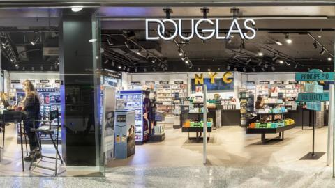 Una tienda de las perfumerías Douglas en Príncipe Pío (Madrid)