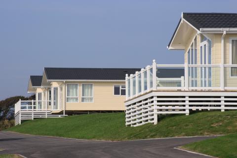 Varias casas prefabricadas de PVC.
