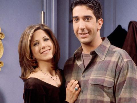 Aniston y Schwimmer en el set de 'Friends'.