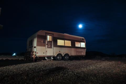 Autocaravana de noche