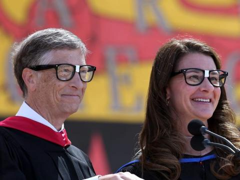 Bill Gates y Melinda asisten a la 123a ceremonia de graduación de Stanford el 15 de junio de 2014 en Stanford, California.
