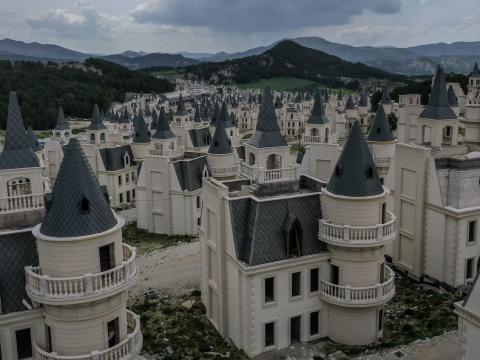 Una imagen de los cientos de villas abandonadas.