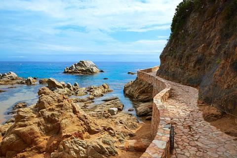 Camí de Ronda ofrece hacer la ruta lineal y circular.