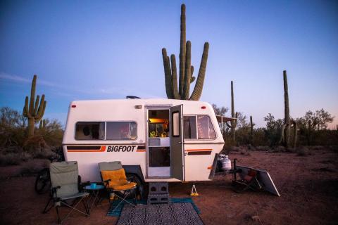 Casa caravana en el desierto