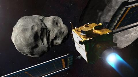 Una ilustración de la nave espacial DART cerca de un asteroide.