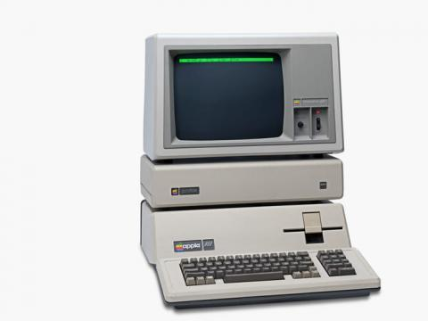 La familia usó un ordenador Apple III para el negocio de alquiler. Melinda estaba asombrada por Apple en ese momento, pero luego denunció a la marca cuando se convirtió en empleada de Microsoft.