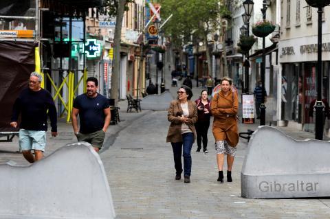 Gibraltar haciendo vida normal