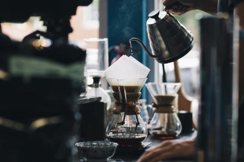Hacer y elaborar café