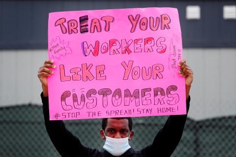 Imagen de una protesta de un trabajador de Amazon en Nueva York (EEUU) en mayo de 2020.