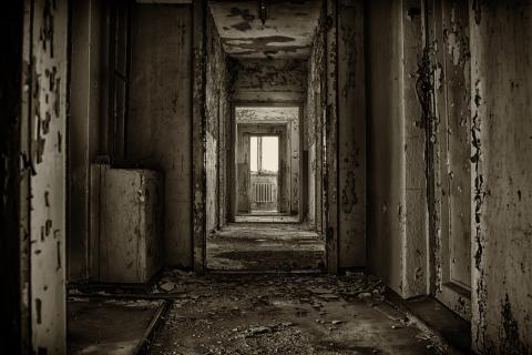 Internado misterio pasillo