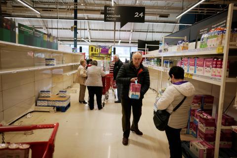 leche España supermercado brik estante lineal