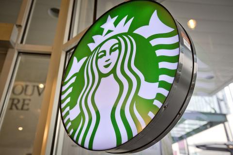 Logo de Starbucks (GoToVan – Wikimedia)