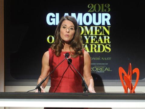 Melinda Gates aparece en el escenario de los premios Glamour Women of the Year 2013 el lunes 11 de noviembre de 2013 en Nueva York.