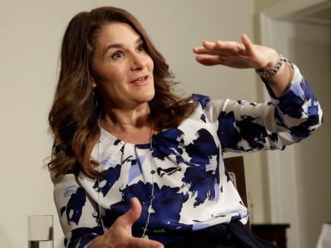 Melinda Gates habla con los reporteros sobre la carta anual de 2016 de la Fundación Bill y Melinda Gates, en Nueva York, el lunes 22 de febrero de 2016.