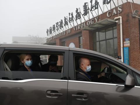 Miembros de la OMS investigando en Wuhan