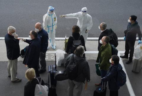 Miembros de la OMS llegan a Wuhan para investigar
