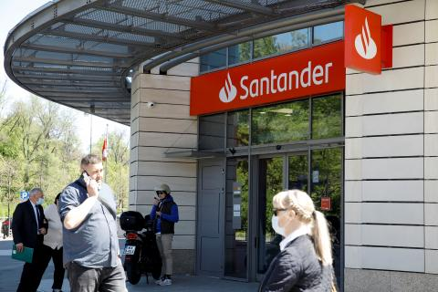 Oficina del Banco Santander en Varsovia.