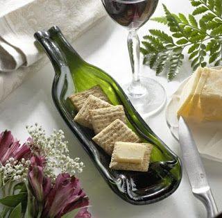 Plato con botella de vino