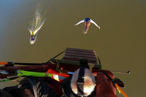 propósito salto al agua gimnasta